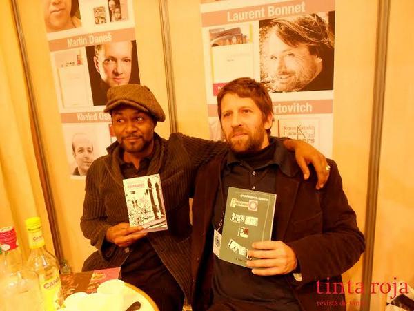 Jymmi Anjoure Apourou, poeta originario de Pointe-à-Pitre, Isla de Guadalupe, Antillas Francesas. Alejandro y Jymmi intercambiaron sus obras entre risas y complicidades de poetas.