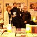 """Alejandro junto a los editores de """"Brumaires"""" Jutta Hepke y Gilles Colleu, de la editorial francesa Vents d'ailleurs"""